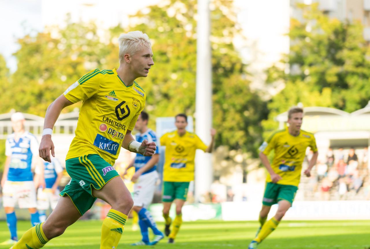 Mikael Soisalo Suomen U19-maajoukkueen avauksessa Romaniaa vastaan